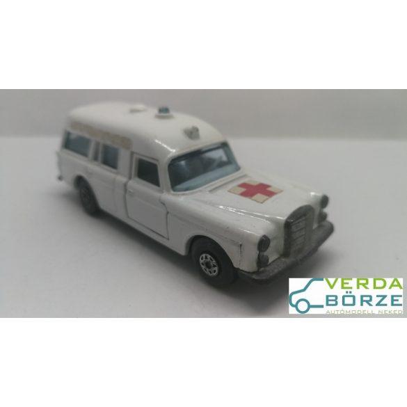 Matchbox Speed Kings Mercedes Ambulance
